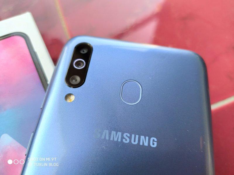 Desain Samsung Galaxy M30