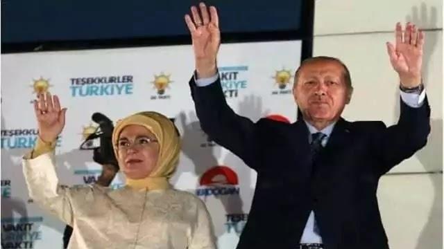 tayyab-erdogan-with-wife