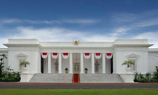 Istana Mereka terletak tidak jauh dari Istana Negara