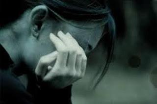 بنات حزينات وجميلات