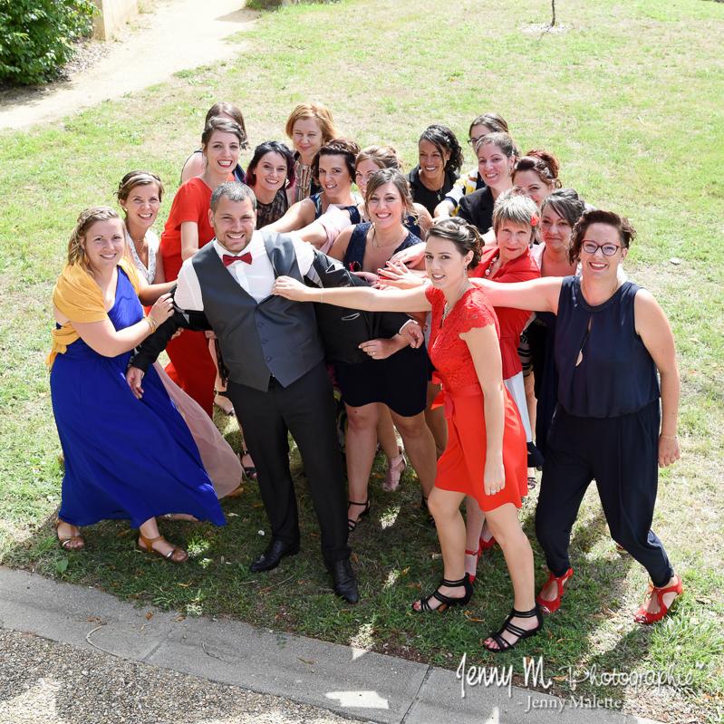 photo de groupe sympa marié et les filles