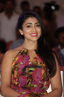Shriya Saran Latest Pictures (8)