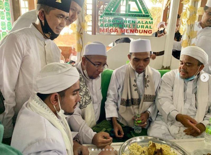 Elektabilitas-Habib-Rizieq-Shihab-dan-Ustadz-Abdul-Somad-Kalahkan-Para-Petinggi-Parpol-Besar
