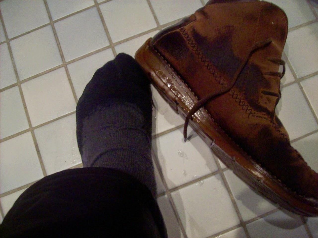 vettä kengässä blogi