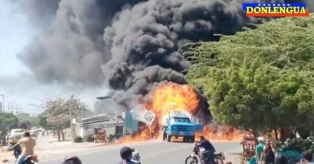 Estalló un camión de combustible en Maicao mientras llenaba una estación de servicio