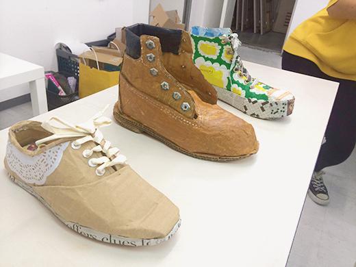 横浜美術学院の中学生教室 美術クラブ 「紙でつくる靴」仕上げの工程3