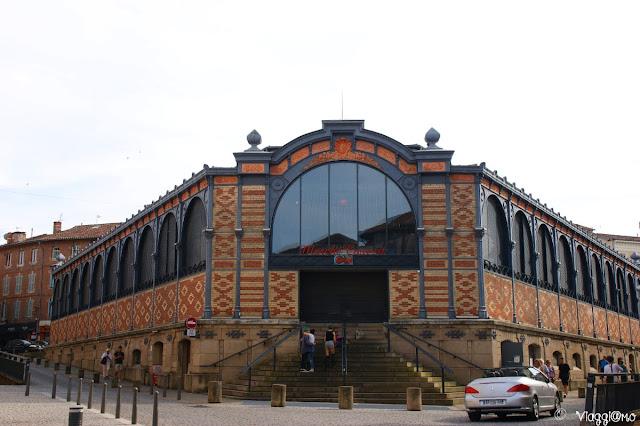 Facciata dell'edificio che ospita il mercato coperto