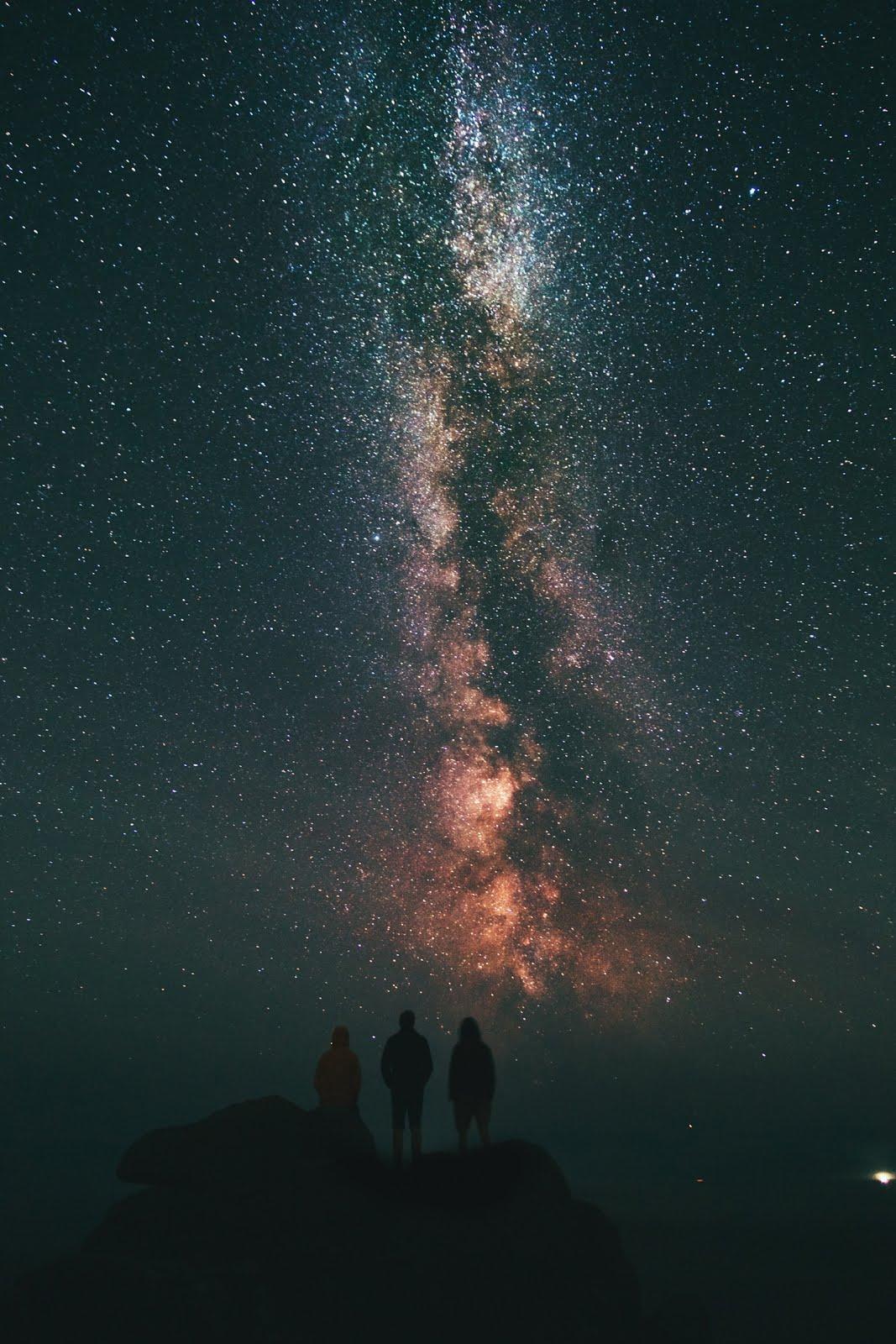 خلفية مشاهدة السماء مع الاصدقاء - خلفيات ايفون فضاء