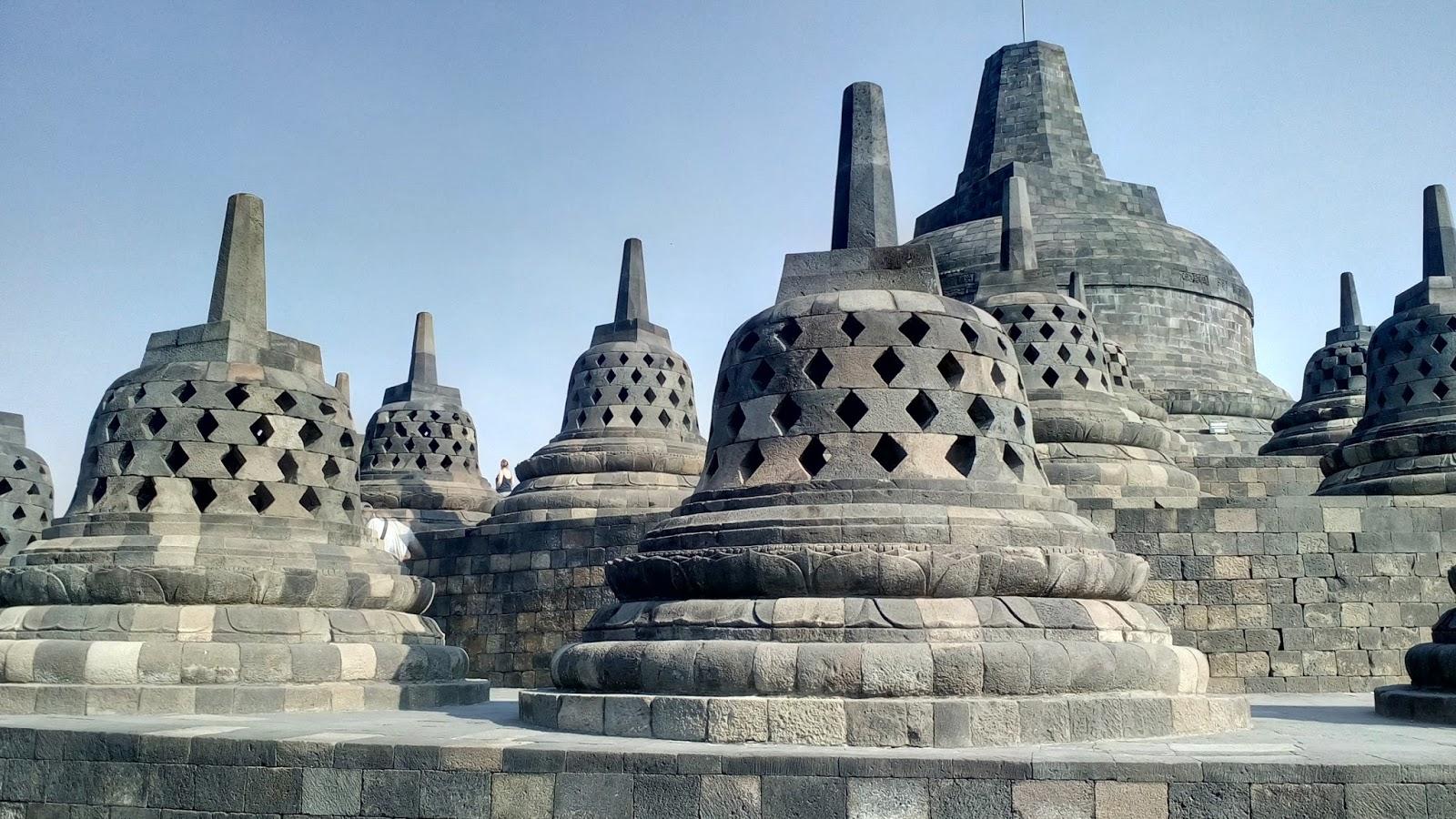 Candi Borobudur  Sebuah Catatan Petualangan