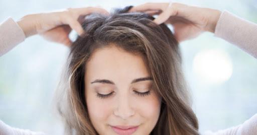 Chải đầu bằng tay thay vì bằng lược kích thích máu lưu thông lên não
