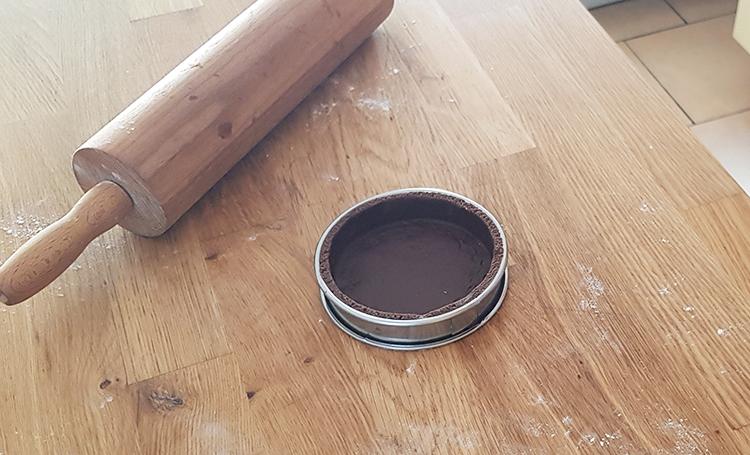 Pâte sucrée au cacao filmée
