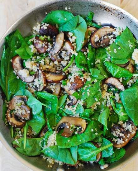 SPINACH AND MUSHROOM QUINOA #vegetarian #spinach #cauliflower #quinoa #easy