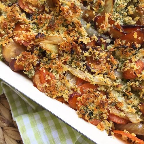 Fenchel-Möhrengemüse mit knuspriger Brösel-Käsekruste