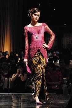 Model Kebaya Modern Lengan Panjang