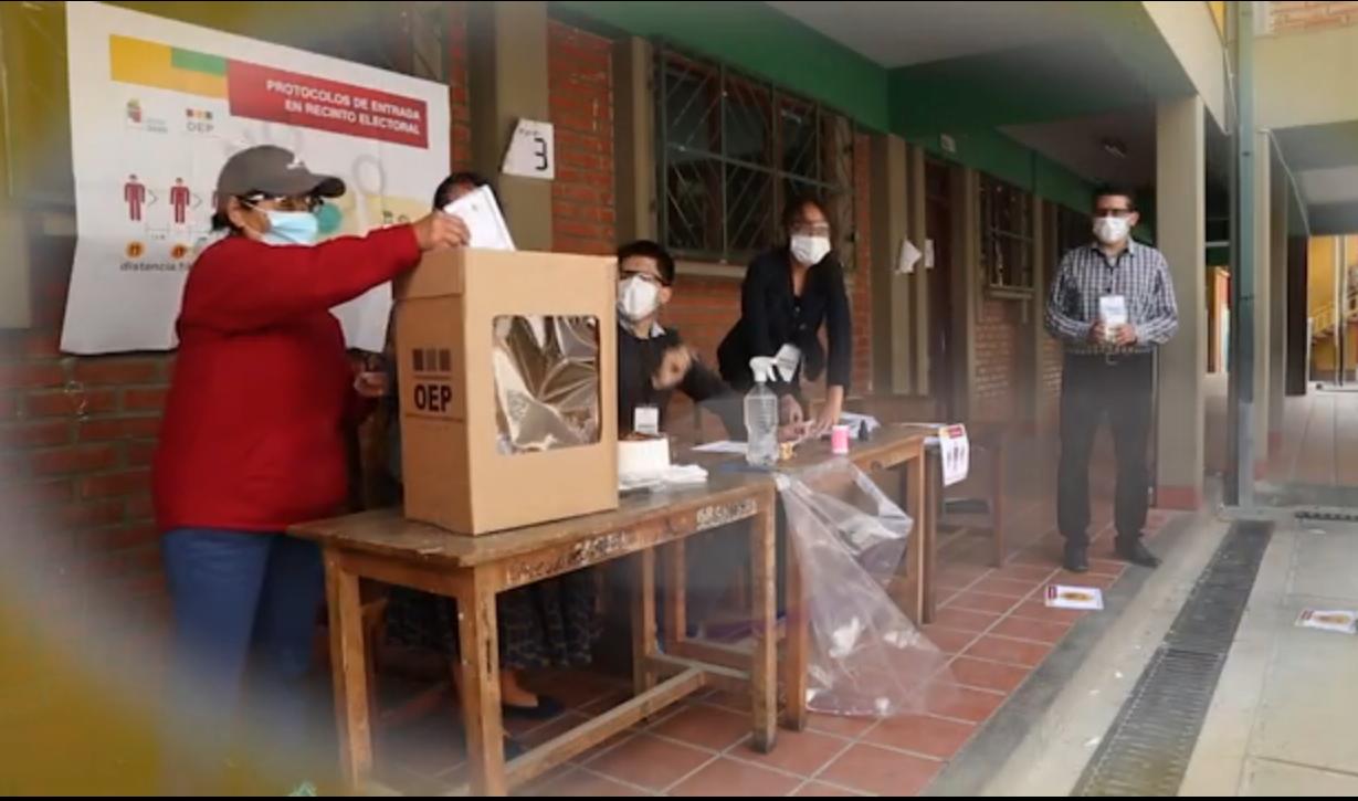 Ciudadanos bolivianos sufragando el pasado 18 de octubre / OEP / TSE