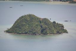 Melirik Ketenangan di Pulau Setan