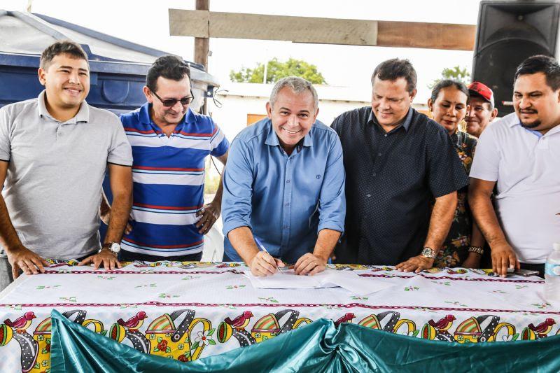 Nélio assina ordem de serviço que garante ônibus na ocupação Vista Alegre do Juá