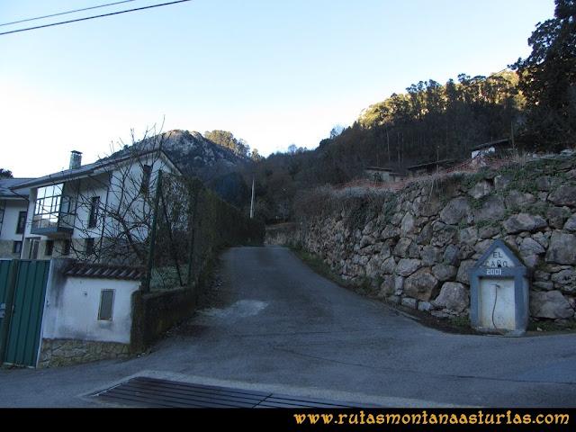 Area Buyera, picos Grandamiana y Plantón: Desvío a la entrada de Proaza