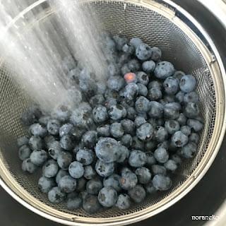 ブルーベリー酒のレシピ|ブルーベリーの水洗い