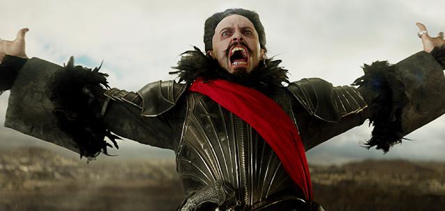 Piratul Barbă Neagră (Hugh Jackman) în filmul Pan