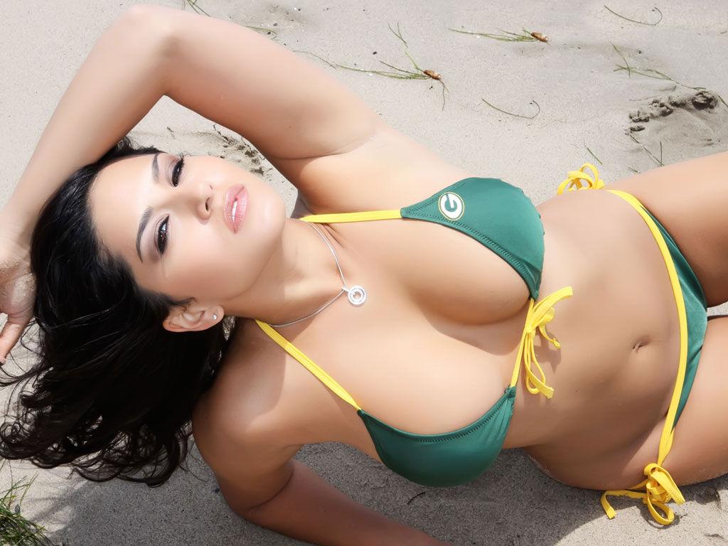 http://1.bp.blogspot.com/-3QwyPC3MV2I/UKzZRy3ILSI/AAAAAAAAA8c/zBYY0JvbQpY/s1600/sunny+leone05.jpg