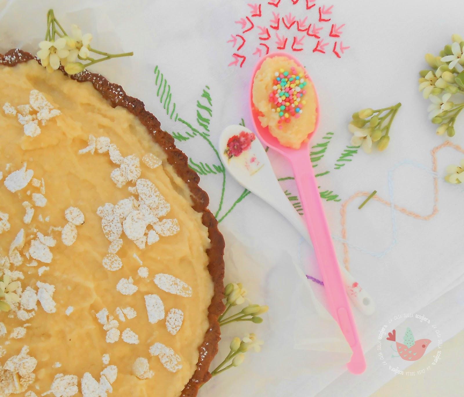 Crostata light con crema frangipane, una ricetta particolare e molto molto buona per una torta diversa dal solito che vi farà felici fin già dal primo assaggio.