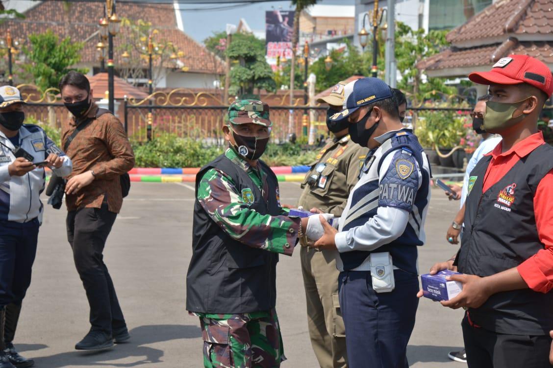Kodim 0803 Bersama Tiga Pilar Kota Madiun Kampanye Pakai Masker Cegah Covid-19