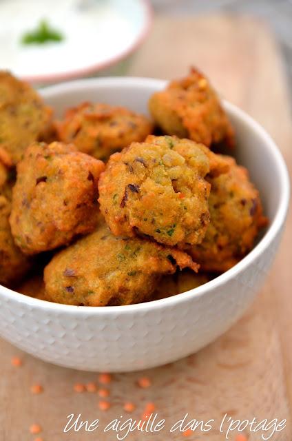 Beignets de lentilles épicés et raïta concombre menthe cuisine indienne