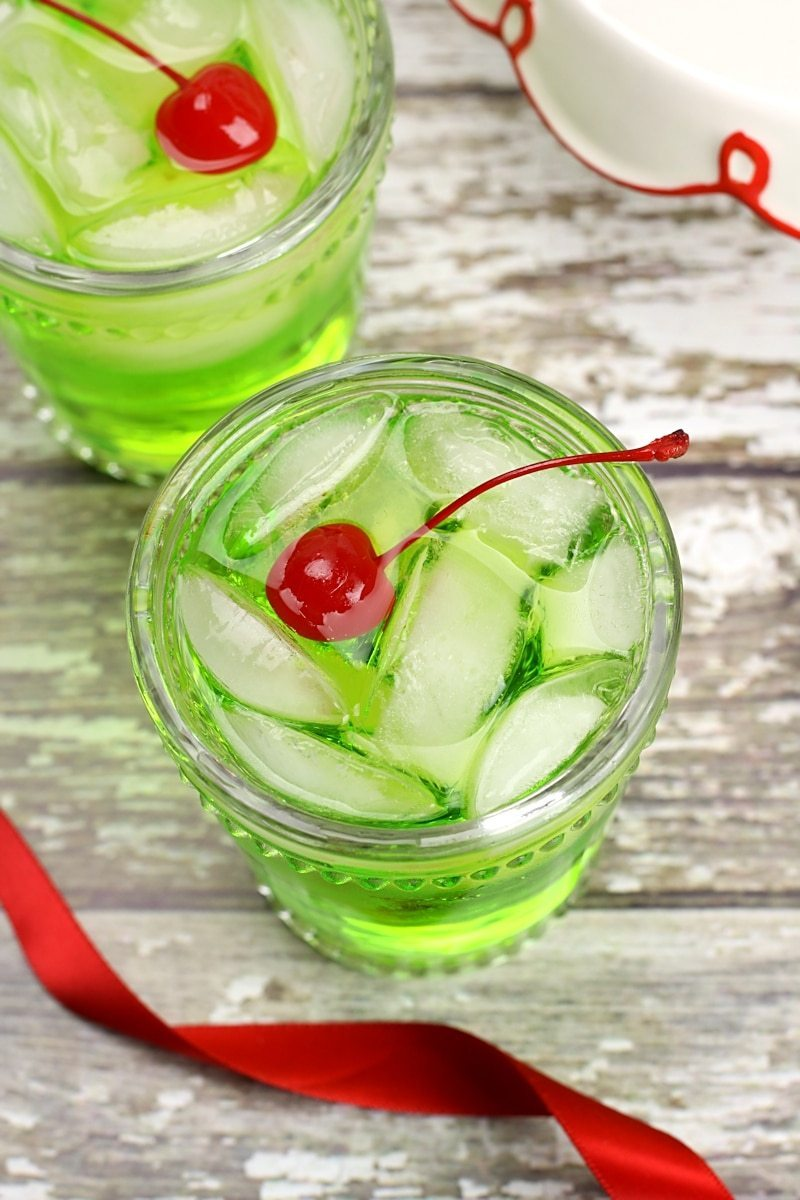 THE GRINCH COCKTAIL #healthydrink #cocktail #sangria #smoothie #yummy