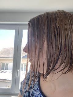 Cheveux après application du démêlant sans rinçage de la box formule beauté d'avril 2020