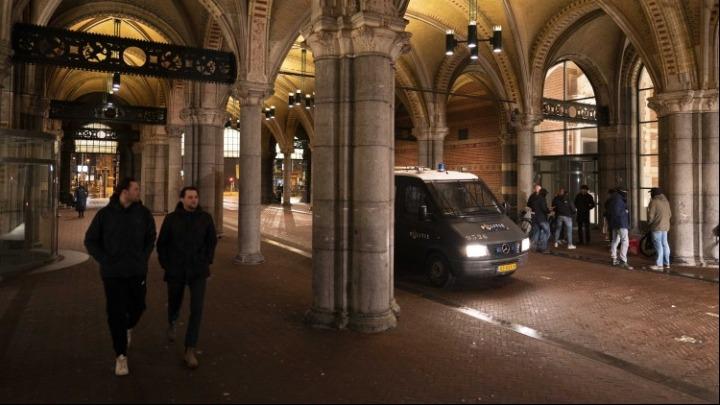 Ολλανδία: Παραμένει σε ισχύ η νυχτερινή απαγόρευση κυκλοφορίας