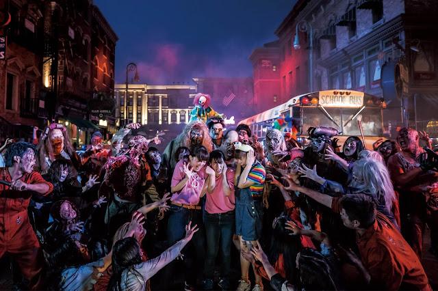 Bên cạnh các trải nghiệm kinh dị tâm linh theo phong cách châu Á hay những cảnh hù doạ đậm chất phương Tây, du khách cũng sẽ được trải nghiệm cung đường rùng rợn nổi tiếng của Universal Studios Singapore trong màn đêm u tối.