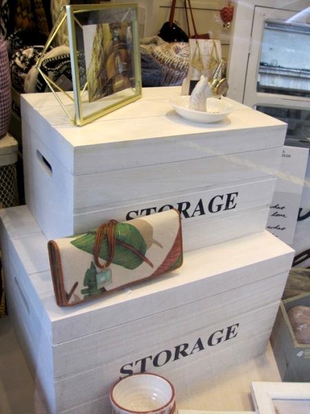 Cajas storage blancas con tapa. Anillero unicornio. Bolso cartera hojas.