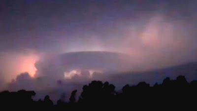 """""""Oggetto circolare"""" gigantesco catturato durante una tempesta, guarda il video !!"""