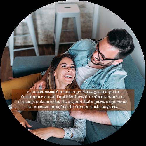 A nossa casa é o nosso porto seguro e pode funcionar como facilitadora do relaxamento e, consequentemente, da capacidade para expormos as nossas emoções de forma mais segura.
