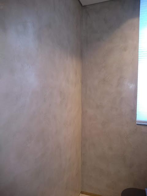 Cimento queimado em lavabo