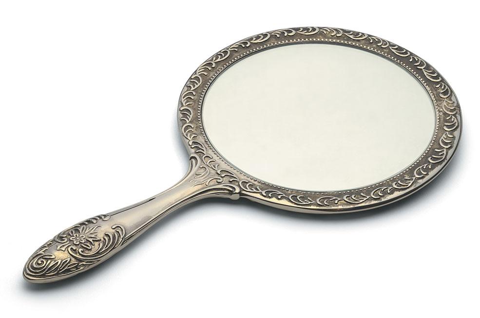 Deux fois maman celle que je vois dans le miroir for Miroir dans le salon