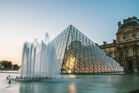 pirâmide louvre