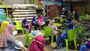 """Mahasiswa KKN UPN Veteran Jawa Timur Gandeng """"Kampung Si Ahong"""" dalam Pembuatan Keripik Binahong"""