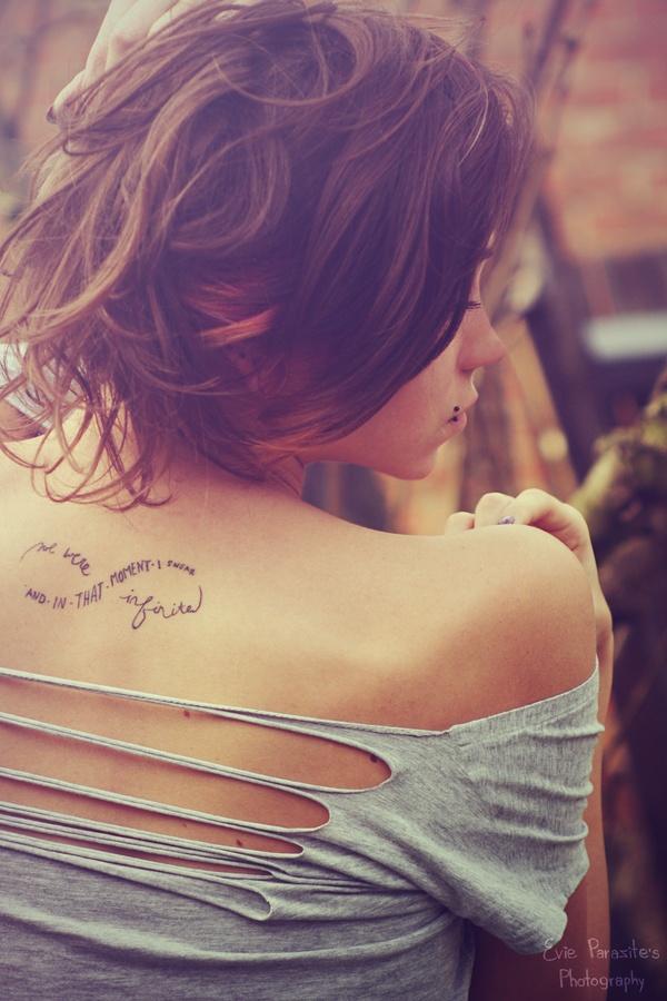 Las mejores zonas del cuerpo femenino para tatuarse frases ...