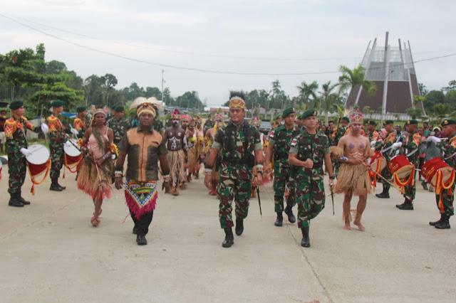 Pangdivif 1 Kostrad Kunjungi Satgas Pamtas Diperbatasan Jayapura