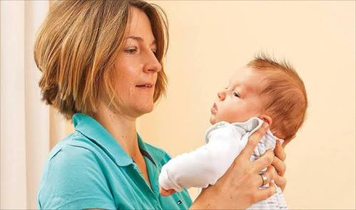 ماذا يسبب الصراخ في وجه الطفل الرضيع؟