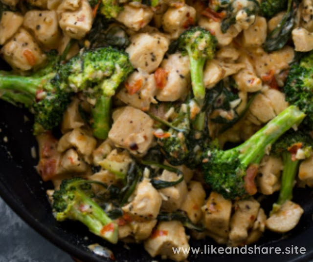 KETO GARLIC CHICKEN WITH BROCCOLI AND SPINACH RECIPE