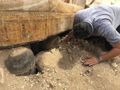 Αίγυπτος: Αρχαιολόγοι ανακάλυψαν τάφο με 20 άθικτες σαρκοφάγους