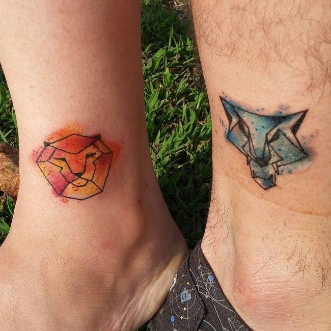 Imagen de tatuaje de león en los tobillos