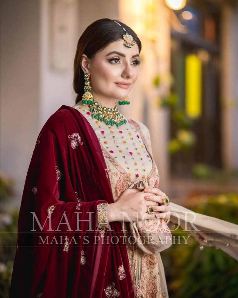 Zainab Jamil Stunning Photo Shoot for Kayseria