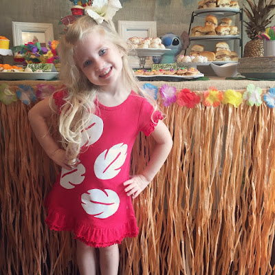 Lilo and Stitch theme birthday party - How to throw a Lilo and Stitch inspired Hawaiian Luau. Food and drink table decoration ideas. Lilo costume