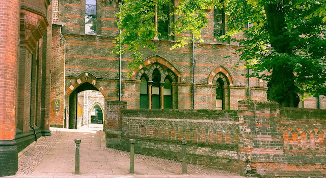 Norwich University of the Arts. Entrance to the courtyard