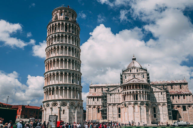 Iconic Buildings, See Before you Die, best design events, buckingham palace, burj khalifa, colosseum, empire state building, The 20 Most Famous and Iconic Buildings All Around The World, 20 most famous and iconic buildings to see before you die, st basils cathedral moscow, city guide