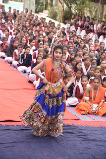 शासकीय कन्या उमावि में हुआ वार्षिक स्नेह सम्मेलन का शुभारंभ, छात्राओं ने दी नृत्य की प्रस्तुति